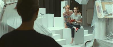 Julie and the Shoe Factory - © Loin derrière l'Oural
