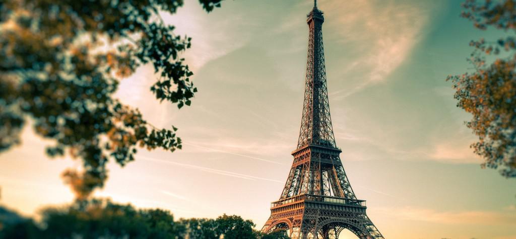 Fiesta de inauguración en la Torre Eiffel