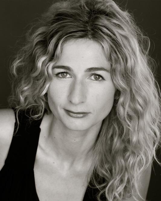 Léonore Confino