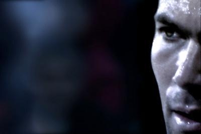 Zidane, un portrait du XXIe siecle / ジダン、神が愛した男