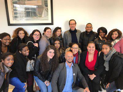 Portfolio - Reda Kateb et les élèves d'une classe
