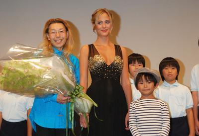 Profusion de estrenos franceses en Japon - Nora Arnezeder à Tokyo