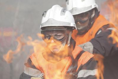 Les Hommes du feu - © Roger Arpajou