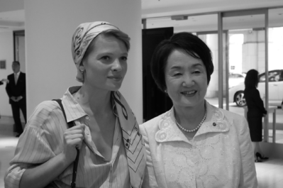 21 de junio: Inauguración del festival - Mélanie Thierry et Fumiko Hayashi, maire de Yokohama - © S. Cauchon/UniFrance