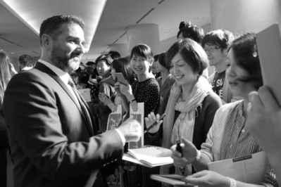 June 21: Opening of the 26th French Film Festival in Japan - Olivier Nakache en signature - © S. Cauchon/UniFrance