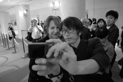 June 21: Opening of the 26th French Film Festival in Japan - Un selfie avec Nathalie Baye - © S. Cauchon/UniFrance