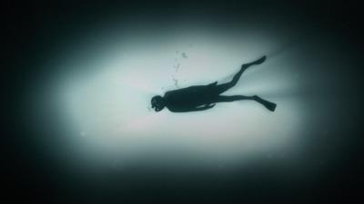 「奥深い水の中で」