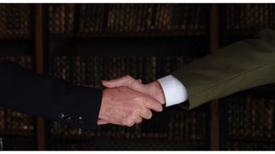 Une poignée de main historique