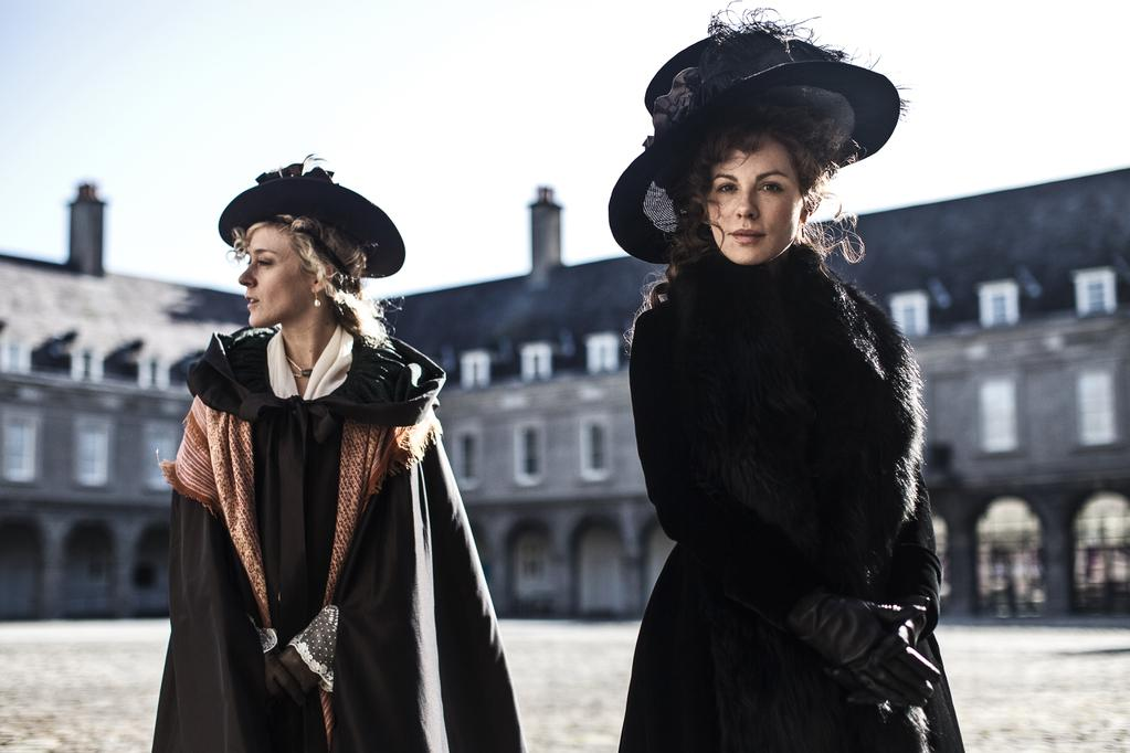 Love & Friendship - Chloë Sevigny et Kate Beckinsale
