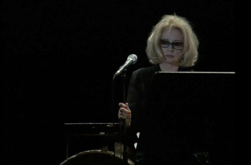 Ingrid Caven, musique et voix