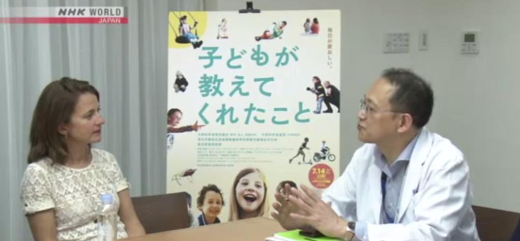 Anne-Dauphine Julliand en visite dans un hôpital de Tokyo