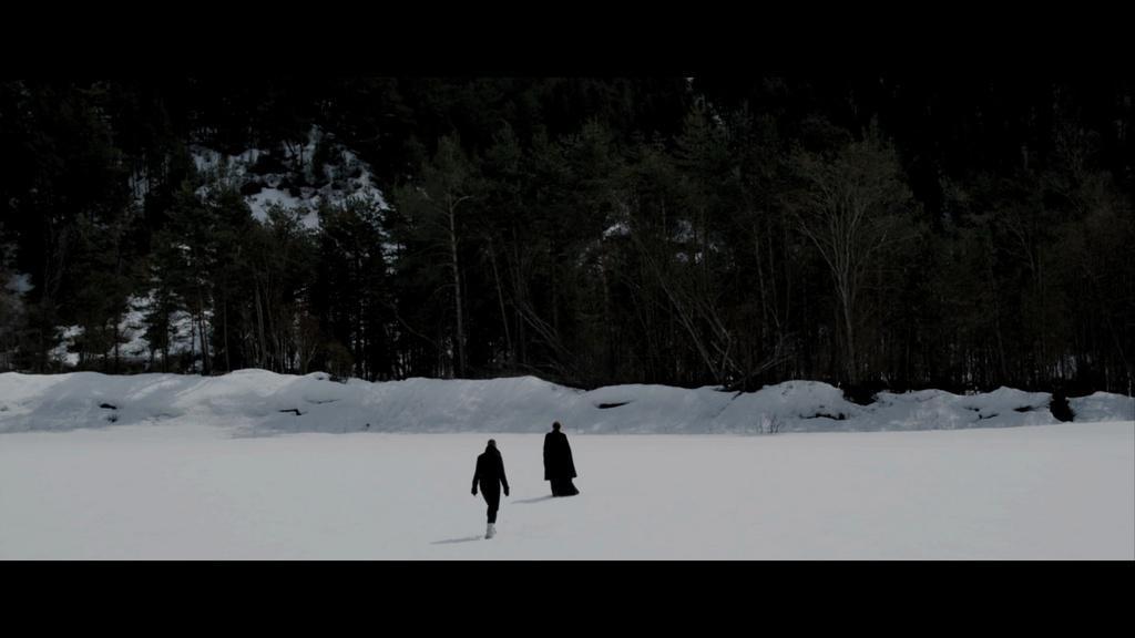 Léanne marche dans la neige