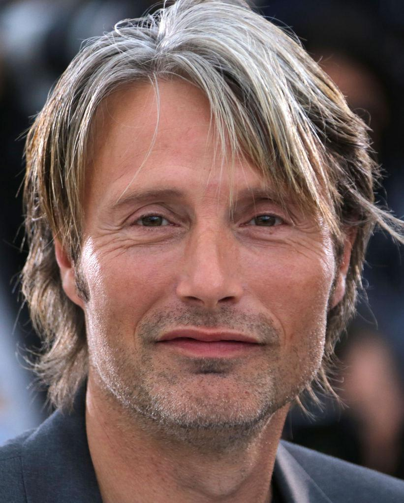 The 52-year old son of father Henning Mikkelsen and mother Bente Christiansen, 182 cm tall Mads Mikkelsen in 2018 photo