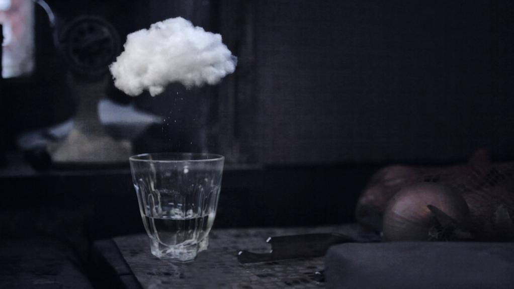 Un nuage dans un verre d'eau