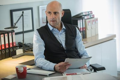 Mark Strong - © EuropaCorp – France 2 Cinema Photo : Kerry Hayes