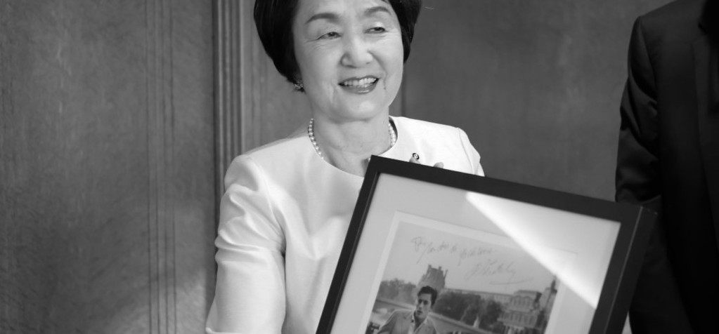 Fumiko Hayashi, mayor of Yokohama, is presented with an autographed photo of Alain Delon