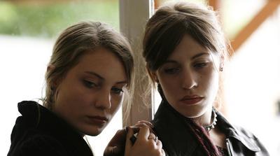 Des filles en noir - © Carole Bethuel