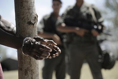 裏切りの戦場 葬られた誓い - © 2011 Nord-Ouest Films Photo Guy Ferrandis