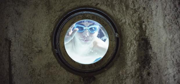 「プールの一夜」:エデュアルド・モルランによる映画批評