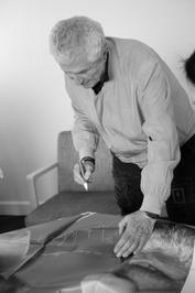 21 juin - 2e jour du Festival - Claude Lelouch signe des affiches des Plus Belles Années d'une vie