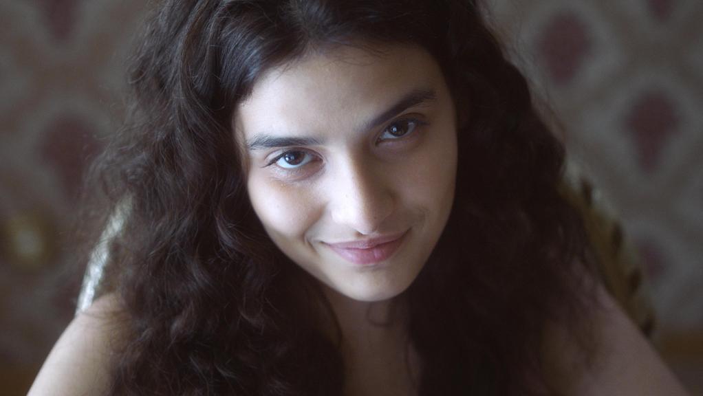 Manal Issa & Yumna Marwan - One of These Days Premiere