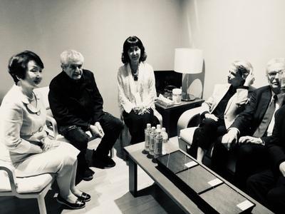 June 21: Day 2 of the Festival - Avant la soirée 'Les Plus Belles Années d'une vie', Claude Lelouch entouré de la maire de Yokohama Fumiko Hayashi, de l'actrice Keiko Kishi, de la Présidente du CNC Frédérique Bredin et de Serge Toubiana