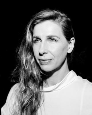 Barbara Carlotti - © Delphine Ghosarossian