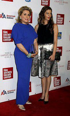 Catherine Deneuve recibio el Chaplin Award - © Dr