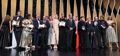 Plus de 20 prix à Cannes pour le cinéma français ! - © Jury et Lauréats – Cérémonie de Clôture 2021 © Valery Hache / AFP