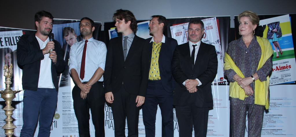 "20,000 French film lovers at the Mumbai Film Festival - Sur la photo, de gauche à droite : Thomas Cailley, Jean-Philippe Rouxel, Raphaël Neal, Philippe Martin, Pierre Salvadori & Catherine Deneuve, le 16 octobre pour l'ouverture du - © Sur la photo, de gauche à droite : Thomas Cailley, Jean-Philippe Rouxel, Raphaël Neal, Philippe Martin, Pierre Salvadori & Catherine Deneuve, le 16 octobre pour l'ouverture du ""Rendez-Vous with French Cinema""."