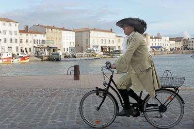 Cycling with Moliere - © Myriam Touzé
