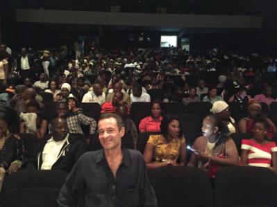 Review of the 1st Rendez-Vous with Francophone Cinema in Abidjan - Le producteur Eric Névé présente Wùlu au cinéma Magic Cinema Babemba de Bamako, devant 800 personnes ! - © UniFrance