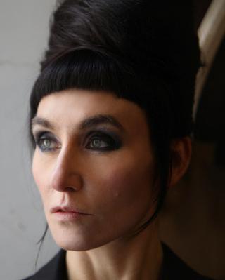 Mika'Ela Fisher -  Die Tapferen Haende im Chaos der Zeit - © Chrysopras Films