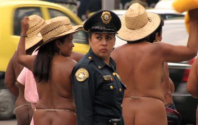 Los Desnudos - Notre corps est une arme