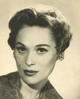 Bella Darvi