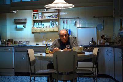 El El Sr. Henri comparte piso