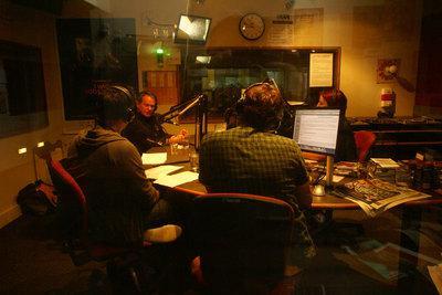 Philippe Lioret raconte son déplacement en Australie - Philippe Lioret à la radio à Melbourne - © uniFrance / Dr